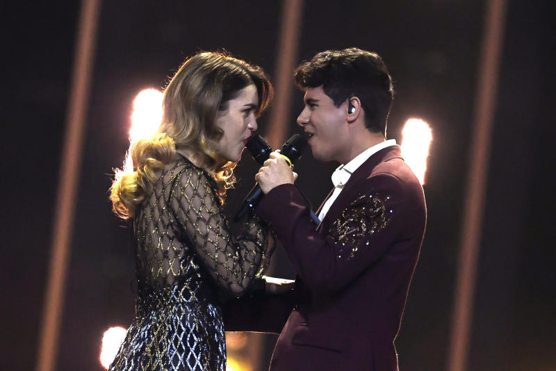 "Spain's duet composed by Spanish singer Amaia Romero Arbizu (L) and Spanish singer Alfred Garcia Castillo (R), Amaia y Alfred perform ""Tu cancion"" during the final of the 63rd edition of the Eurovision Song Contest 2018 at the Altice Arena in Lisbon, on May 12, 2018. (Photo by Francisco LEONG / AFP) (Photo credit should read FRANCISCO LEONG/AFP via Getty Images)"