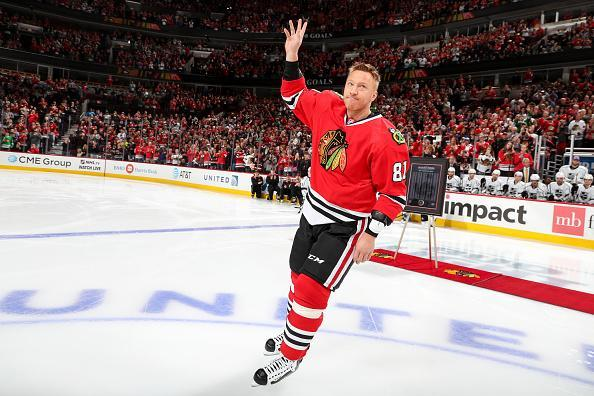 CHICAGO, IL - OCTOBER 30: Marian Hossa #81 of the Chicago Blackhawks waves to the crowd during his 500th goal ceremony prior to the game against the Los Angeles Kings at the United Center on October 30, 2016 in Chicago, Illinois. (Photo by Chase Agnello-Dean/NHLI via Getty Images)