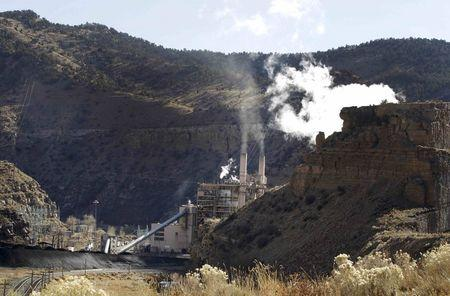 The coal-fired Castle Gate Power Plant is pictured outside Helper, Utah in this November 27, 2012 file photo.   REUTERS/George Frey/Files