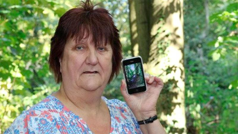 Elaine Stewart was left spooked when she saw what she believes is the mysterious outline of a young child from the 18th century. Photo: Yahoo UK