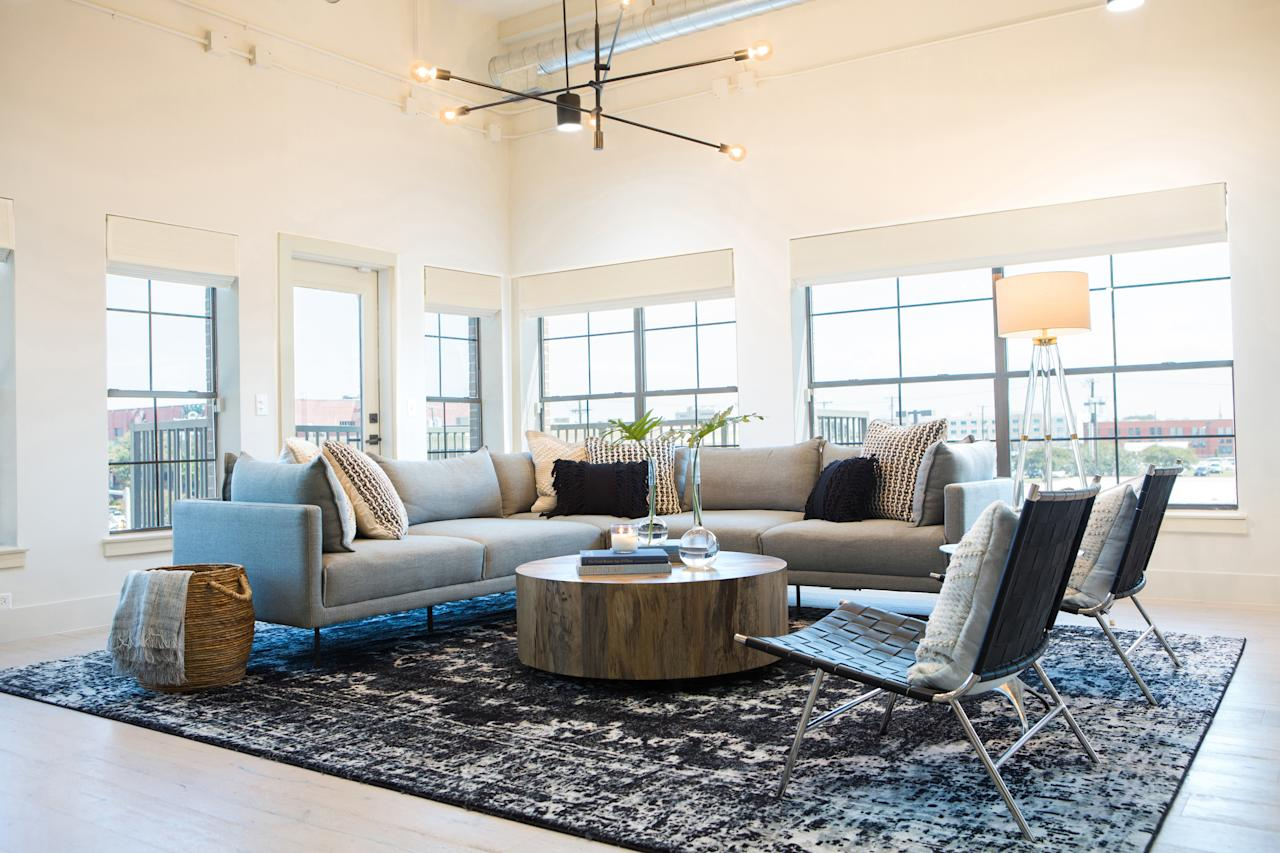 Chip and joanna gaines take on their first ever fixer for Do people on fixer upper get to keep the furniture