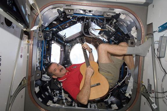 Astronaut and Rocker to Premiere Space-Earth Duet Friday