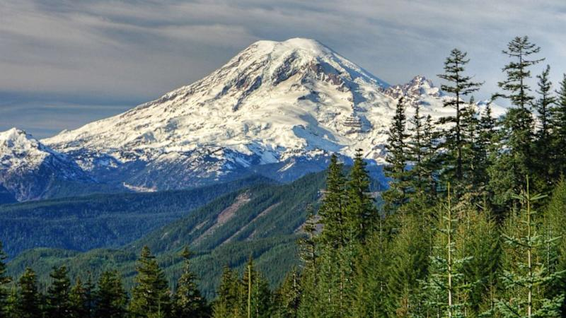 8dc239dc964ccd 4 climbers rescued from Mount Rainier's Liberty Ridge after being stranded  for days