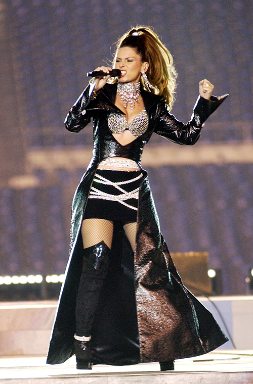 The queen of country music brought a touch of glamour to the 2003 Superbowl, appearing on-stage in a tight  dress, complete with black and silver shorts and a glittering choker necklace. She's never lets us down when it comes to glamming it up.