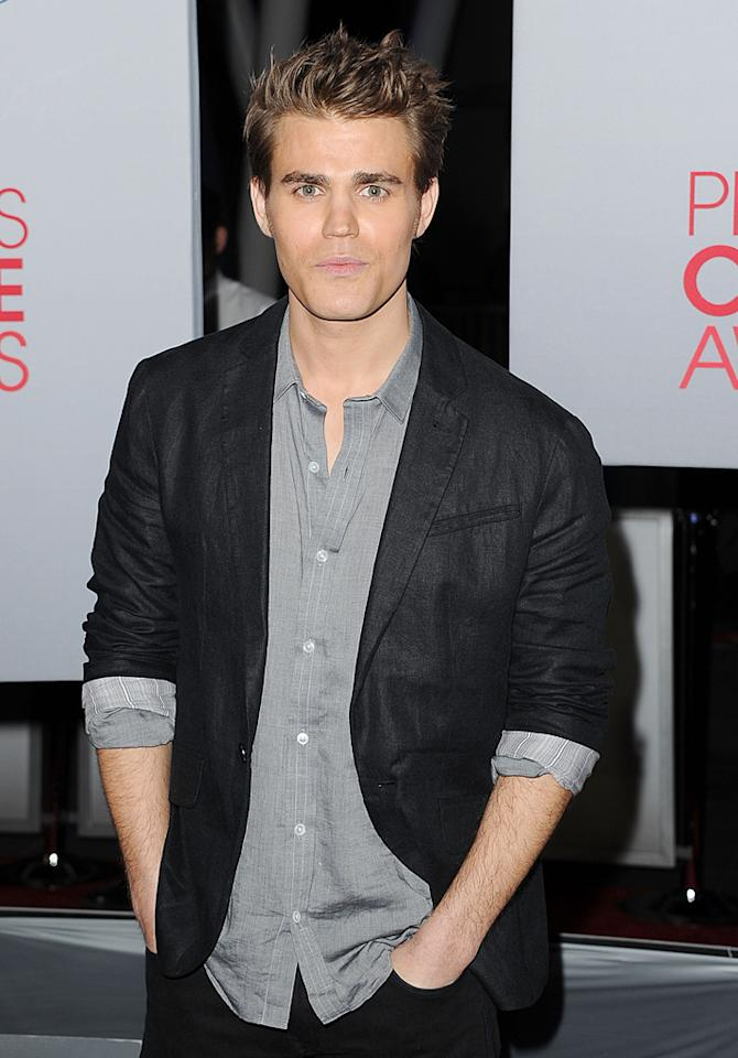 "Hunky ""Vampire Diaries"" actor Paul Wesley rolled up his sleeves for a more casual look. (01/11/2011)"
