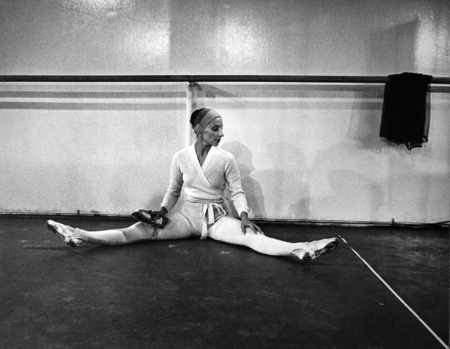 Alicia Alonso en un ensayo en 1980. (Photo by Brownie Harris/Corbis via Getty Images)