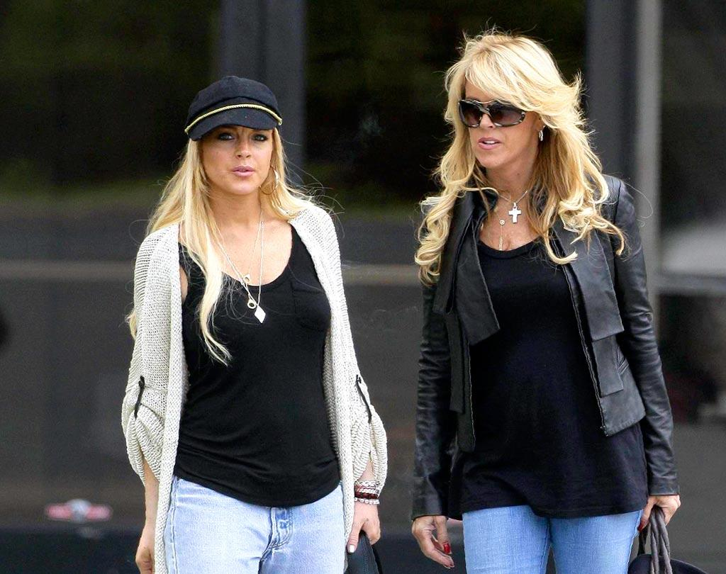 """During her time in rehab, Lindsay received multiple visits from family, including her mom, Dina. AlphaX/<a href=""""http://www.x17online.com"""" target=""""new"""">X17 Online</a> - September 14, 2007"""