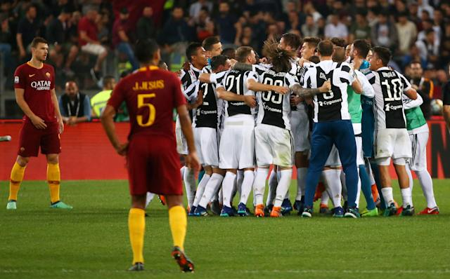 Soccer Football - Serie A - AS Roma vs Juventus - Stadio Olimpico, Rome, Italy - May 13, 2018 Juventus celebrate after winning the league REUTERS/Alessandro Bianchi