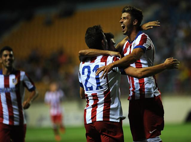 Atletico Madrid's Saul celebrates with his teammates after scoring during the Trofeo Carranza match against Sampdoria in Cadiz on August 16, 2014 (AFP Photo/Cristina Quicler)