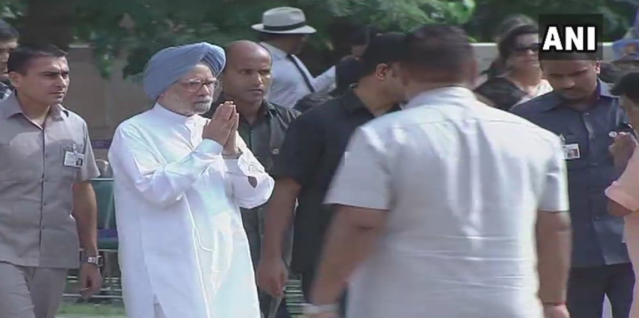 <p>Former prime minister Manmohan Singh at Smriti Sthal for the funeral of Vajpayee. </p>