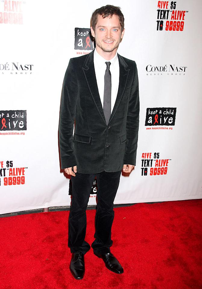 """Lord of the Rings"" star Elijah Wood was all smiles in head-to-toe velvet. Dara Kushner/<a href=""http://www.infdaily.com"" target=""new"">INFDaily.com</a> - November 13, 2008"