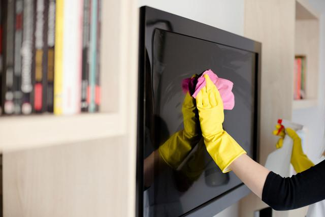 handy amazon alexa woman in yellow rubber gloves cleaning tv with pink cloth