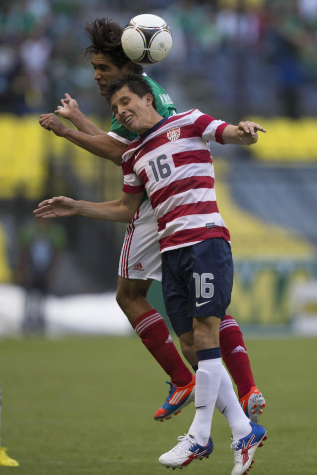 MEXICO CITY, MEXICO - AUGUST 15: Manuel Viniegra of Mexico fights for the ball with Jose Torres of the United States during a FIFA friendly match between Mexico and US at Azteca Stadium on August 15, 2012 in Mexico City, Mexico. (Photo by Miguel Tovar/Getty Images)