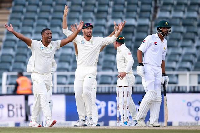 That's out: South Africa's Vernon Philander celebrates the dismissal of Shan Masood (AFP Photo/GIANLUIGI GUERCIA)