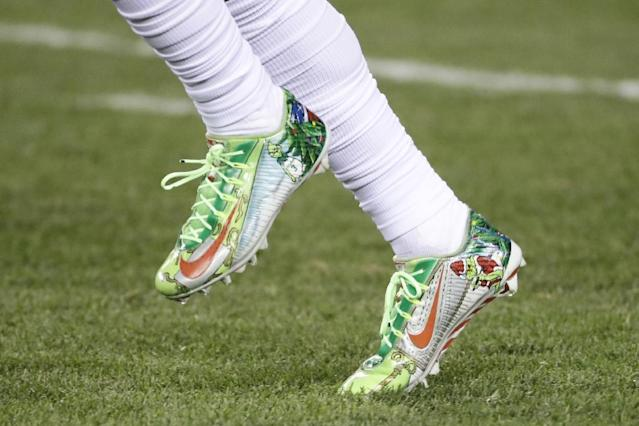 The New York Giants' Odell Beckham warms up in fancy cleats before a game against the Philadelphia Eagles in December 2016. (AP)