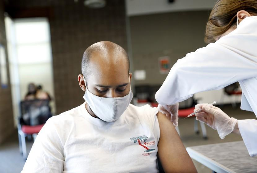 CARSON-CA-SEPTEMBER 16, 2021: CSUDH student Wesley Campbell, 29, receives a shot by Rite Aid pharmacist Lanchi Vu during the final of two pop-up COVID-19 vaccination clinics hosted by Cal State Dominguez Hills and Rite Aid for CSUDH students, faculty, staff and community members on campus in Carson on Thursday, September 16, 2021. (Christina House / Los Angeles Times)