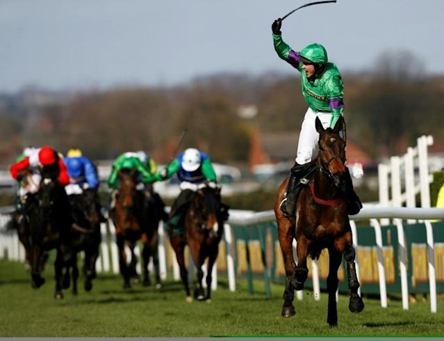 Liam Treadwell wins the 2009 Grand National on Mon Mome (AFP Photo/GLYN KIRK)