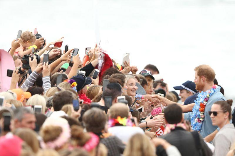Thousands of fans gathered at Bondi Beach to meet Harry and Meghan. Photo: Getty