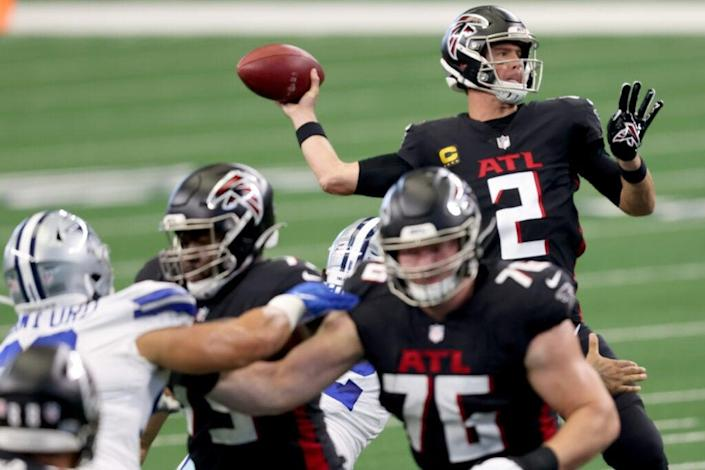 Matt Ryan #2 of the Atlanta Falcons looks for an open receiver against the Dallas Cowboys in the first quarter at AT&T Stadium on September 20, 2020 in Arlington, Texas. (Photo by Tom Pennington/Getty Images)