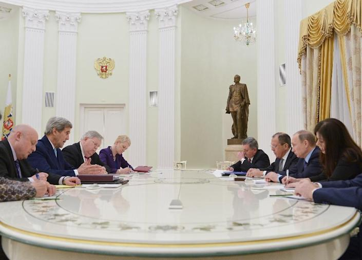 US Secretary of State John Kerry (2ndL) and US Ambassador in Russia John Tefft (3rdL) take part in meeting with Russia's president Vladimir Putin (2ndR) and Russia's Foreign minister Sergei Lavrov (3rdR) at the Kremlin in Moscow on December 15, 2015 (AFP Photo/Mandel Ngan)