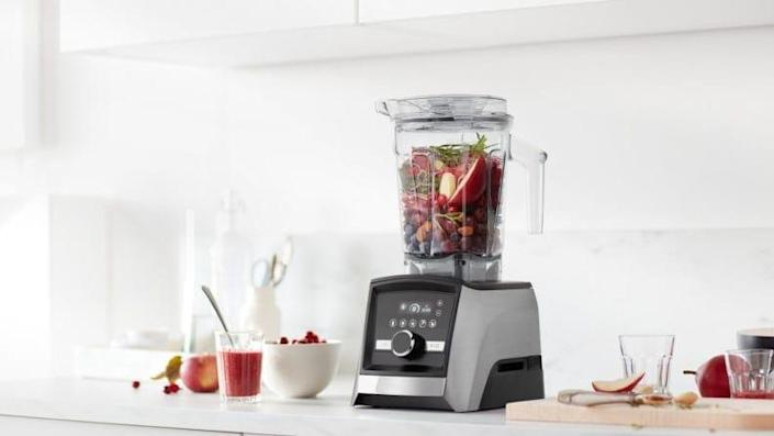 Expertly blend smoothies, soups, and more.