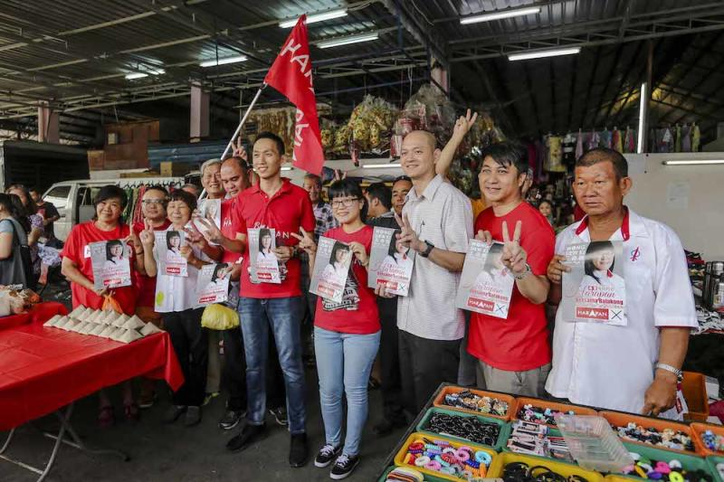 Lim Kit Siang appealed for convincing by-election victories for PH to dissuade Umno from pursuing its plot to oust the new government. Picture shows PH candidate Wong Siew Ki (centre) campaigning for the Balakong by-election at Pasar Sungai Chua in Kajang, August 19, 2018. — Picture by Firdaus Latif
