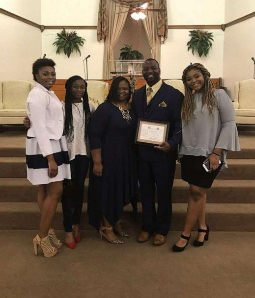 PHOTO: Office DeAndra Warren pictured with his wife and three daughters. (Courtesy De'Andria Warren)