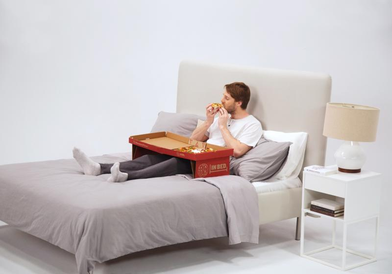 This Pizza Box Transforms Into a Table So You Can Eat in Bed