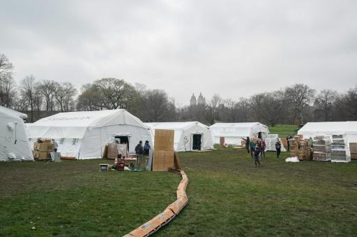 Volunteers from the International Christian relief organization Samaritan?s Purse set up an Emergency Field Hospital for patients suffering from the coronavirus in Central Park on March 30, 2020 in New York
