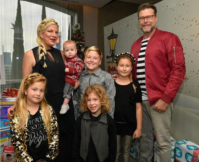 Tori Spelling and Dean McDermott with their kids