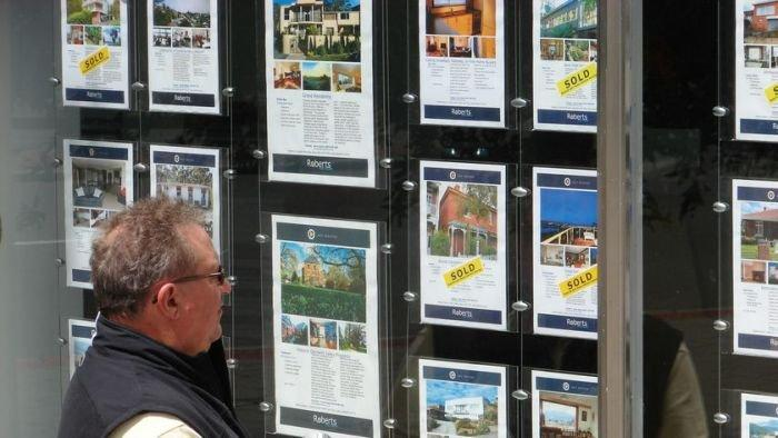 Home prices fall for second straight year
