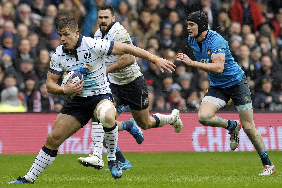 Scotland's centre Huw Jones (L) makes a break during the Six Nations international rugby union match between Scotland and Italy at Murrayfield in Edinburgh, Scotland on March 18, 2017. Scotland won the game 29-0. (AFP Photo/ANDY BUCHANAN)