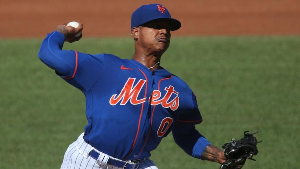Mets RHP Marcus Stroman prepares to fire a pitch wearing blue jersey