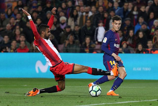 Soccer Football - La Liga Santander - FC Barcelona vs Girona - Camp Nou, Barcelona, Spain - February 24, 2018 Barcelona's Philippe Coutinho passes to Luis Suarez (not pictured) to score their fourth goal REUTERS/Sergio Perez