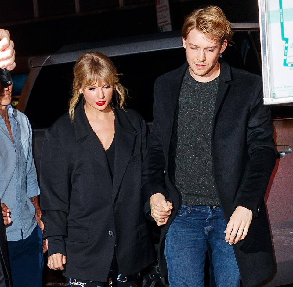 """<h1 class=""""title"""">Celebrity Sightings In New York City - October 06, 2019</h1><cite class=""""credit"""">Jackson Lee</cite>"""