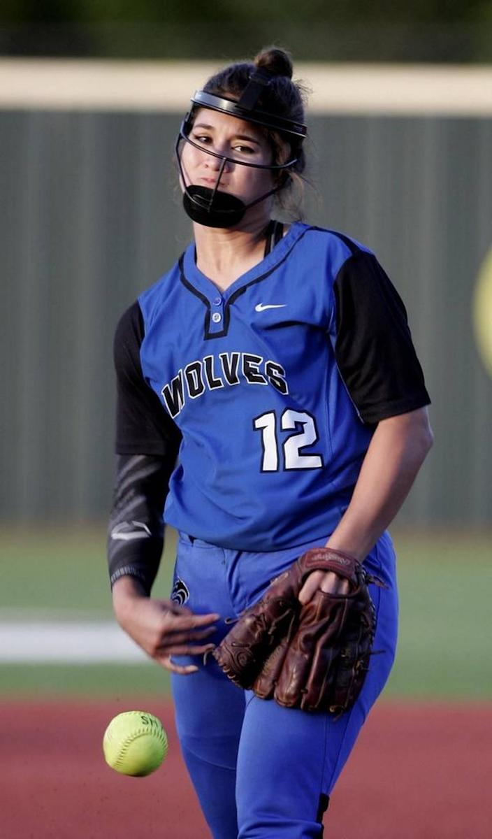 Plano West pitcher Sierra Lange pitches in the top of the second.