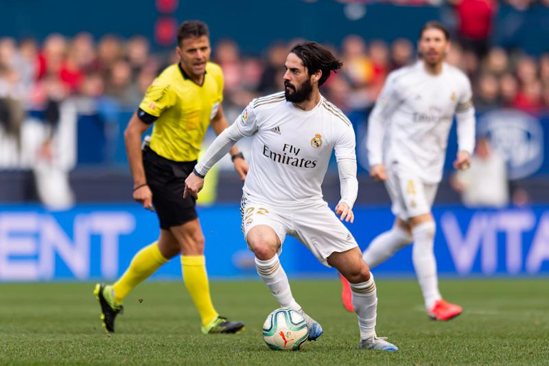 PAMPLONA, SPAIN - FEBRUARY 09: (BILD ZEITUNG OUT) Isco Alarcon of Real Madrid controls the ball during the Liga match between CA Osasuna and Real Madrid CF at El Sadar Stadium on February 09, 2020 in Pamplona, Spain. (Photo by Alejandro/DeFodi Images via Getty Images)