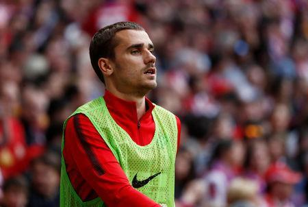 Soccer Football - La Liga Santander - Atletico Madrid vs Eibar - Wanda Metropolitano, Madrid, Spain - May 20, 2018 Atletico Madrid substitute Antoine Griezmann warms up on the sidelines REUTERS/Juan Medina