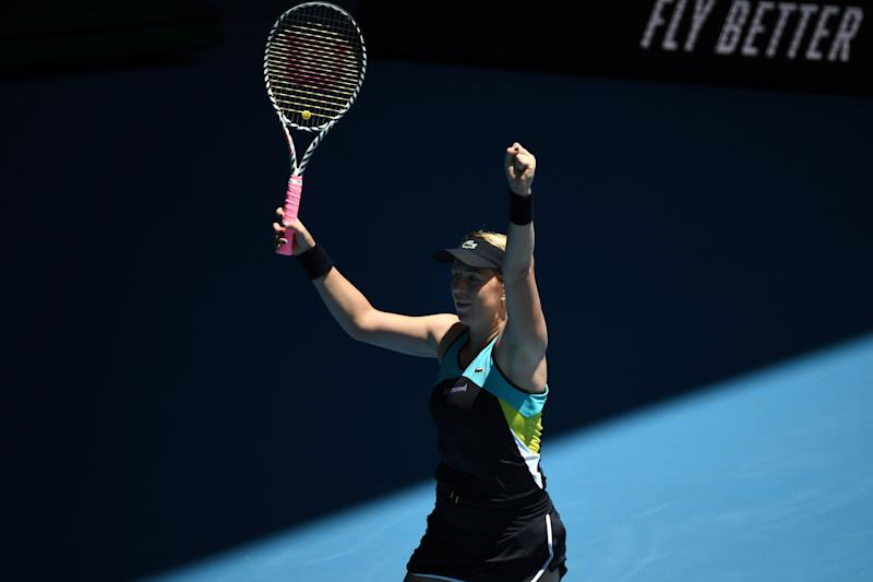 Halep avoids shocks to ease into Melbourne last 16