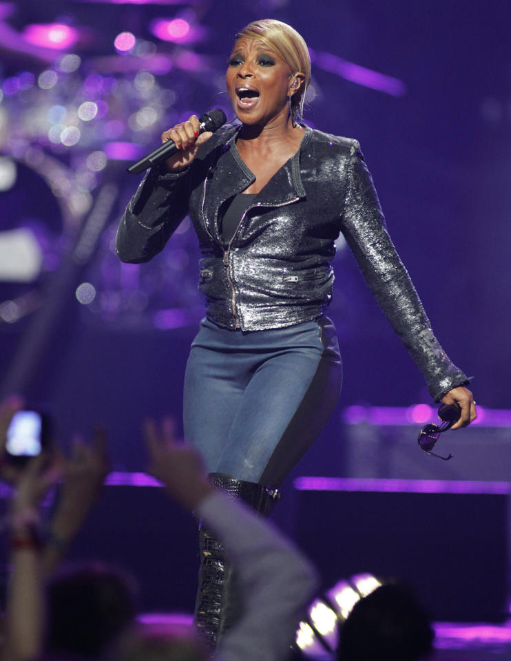 Singer Mary J. Blige performs during second day of the 2012 iHeartRadio Music Festival at the MGM Grand Garden Arena in Las Vegas, Nevada September 22, 2012. (Reuters/Steve Marcus)