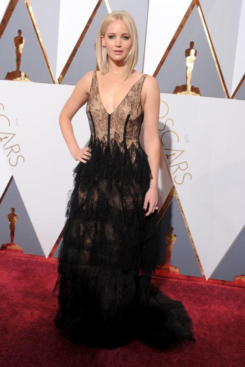 """<p>Before any red carpet appearance, <a rel=""""nofollow"""" href=""""http://www.drozthegoodlife.com/healthy-lifestyle/body/a1358/jennifer-lawrence-trainer-dalton-wong/"""">Jennifer Lawrence</a> drinks chamomile or dandelion tea to steady her nerves. Lawrence's trainer Dalton Wong <a rel=""""nofollow"""" href=""""http://www.shape.com/celebrities/celebrity-photos/top-stars-reveal-how-they-prep-red-carpet"""">told Shape</a>, """"Chamomile <a rel=""""nofollow"""" href=""""http://www.drozthegoodlife.com/beauty/skincare/g740/anti-aging-tea-brews/"""">tea helps to calm the body</a> and get rid of stress that could build up before an event, leading to bloating. The dandelion tea is a brilliant diuretic so it helps to prevent water retention and flushes out toxins.""""</p>"""