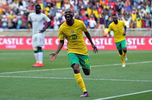 South Africa's Thulani Serero (C) celebrates after scoring a goal during the 2018 World Cup qualifying football match against Senegal on November 12, 2016 at the Peter Mokaba stadium in Polokwane (AFP Photo/-)