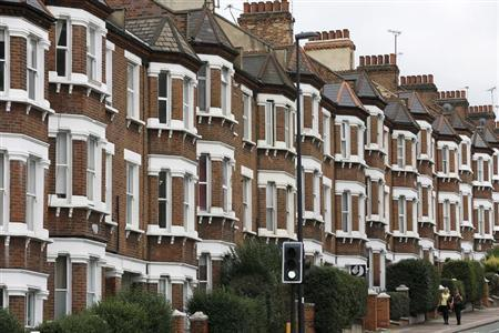 """Pedestrian walk past houses in London October 7, 2013. The government will launch their """"Help to Buy"""" scheme on Tuesday, unveiling details of 95% mortgages which will be available to existing homeowners and first-time buyers. REUTERS/Stefan Wermuth"""