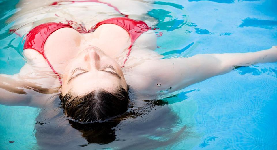 The article advises women on how to flatter their bodies in a swimsuit. [Photo: Getty]