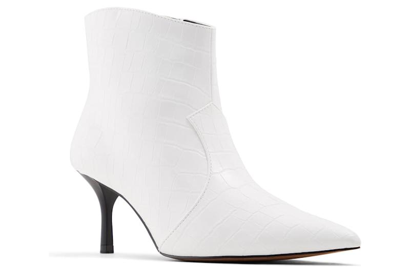who what wear white boots
