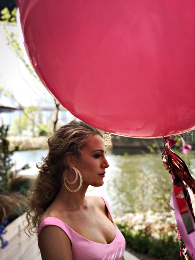 <p>Blake Lively layers the large and medium jelly hoop earrings by Alison Lou in white and pink. (Photo: Instagram/Blake Lively) </p>