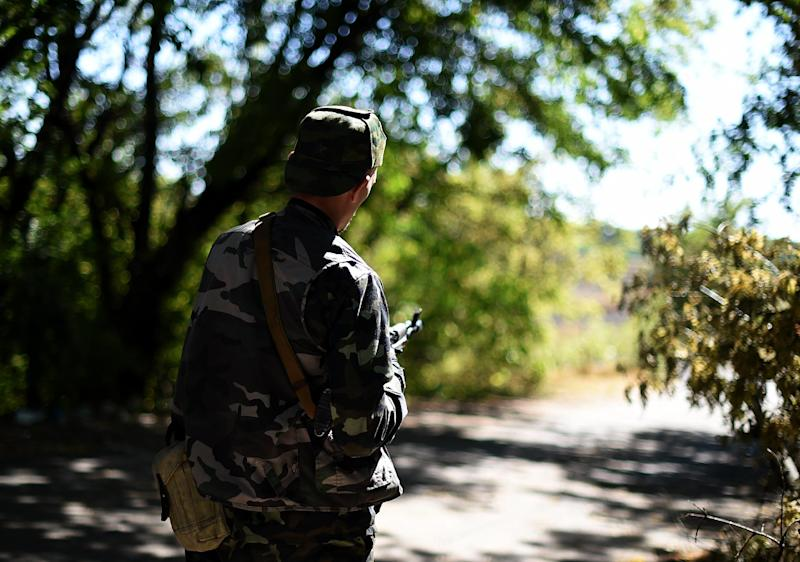 A Pro-Russian fighter stands on September 2, 2014 on a road to Donetsk airport (AFP Photo/Francisco Leong)