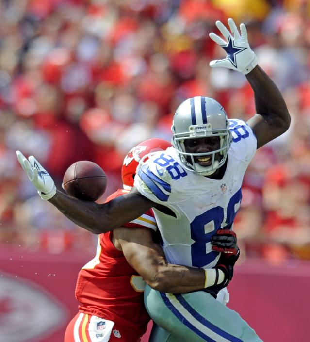 Dallas Cowboys wide receiver Dez Bryant can't catch a quarterback Tony Romo pass defended by Kansas City Chiefs defensive back Quintin Demps during the second half of the Chiefs' win in their NFL football game in Kansas City, Missouri September 15, 2013. REUTERS/Dave Kaup (UNITED STATES - Tags: SPORT FOOTBALL)