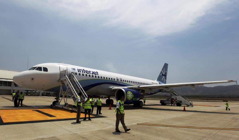 Mexican Airliner Inspecting Russian-Made Superjet 100 Planes