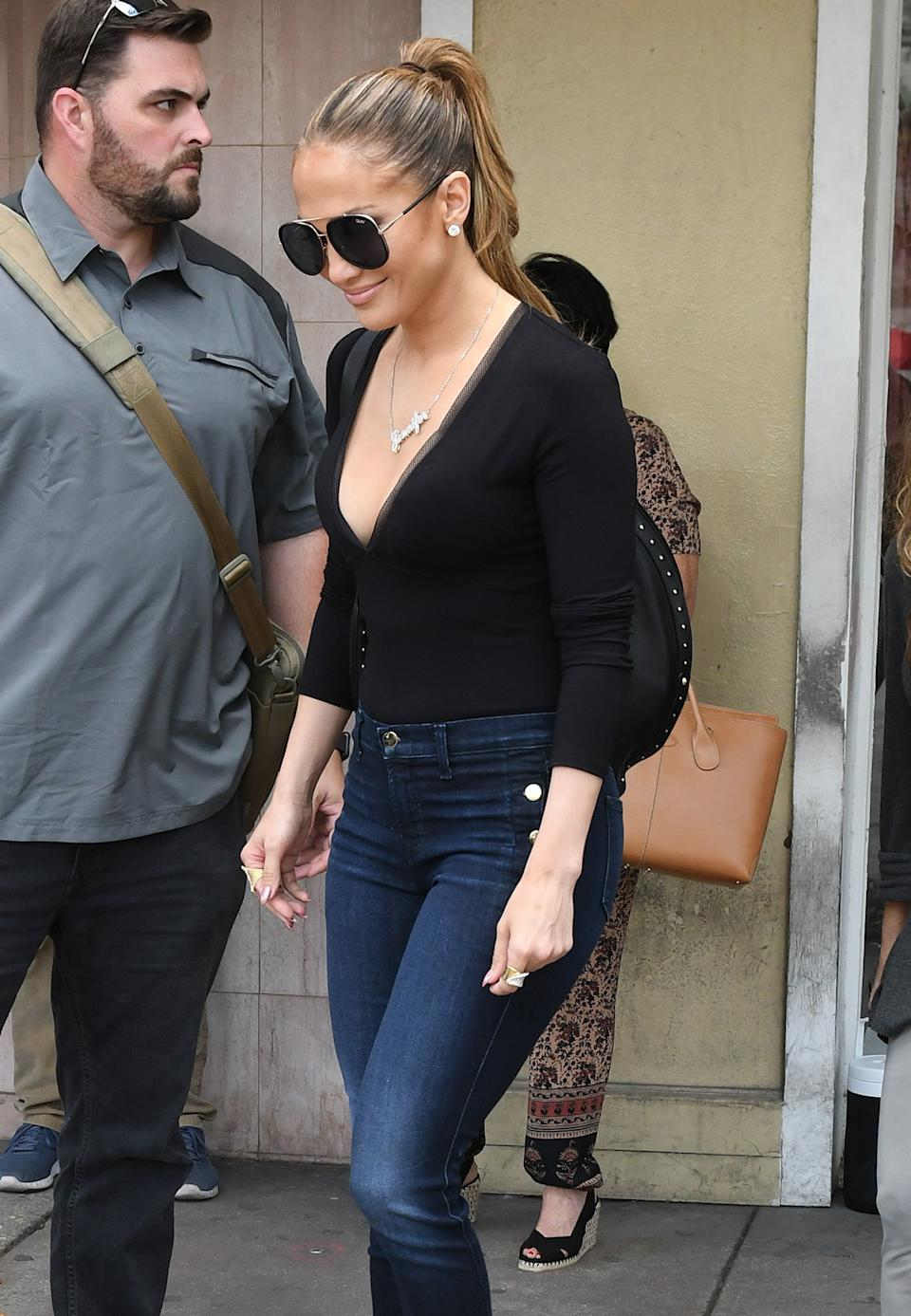 Exclusive, Miami, FL - 04/19/2017 - Jennifer Lopez pairs tight jeans with a black bodysuit, a nameplate necklace, and a statement purse as she goes shopping with friends in Miami.   -PICTURED: Jennifer Lopez -PHOTO by: INSTAR/ddp images  -Instar_Jennifer_Lopez_Shopping_in_Miami_10011186530